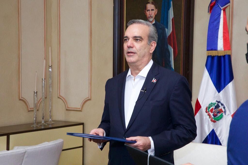Luis Abinader recibe cartas credenciales de siete nuevos embajadores