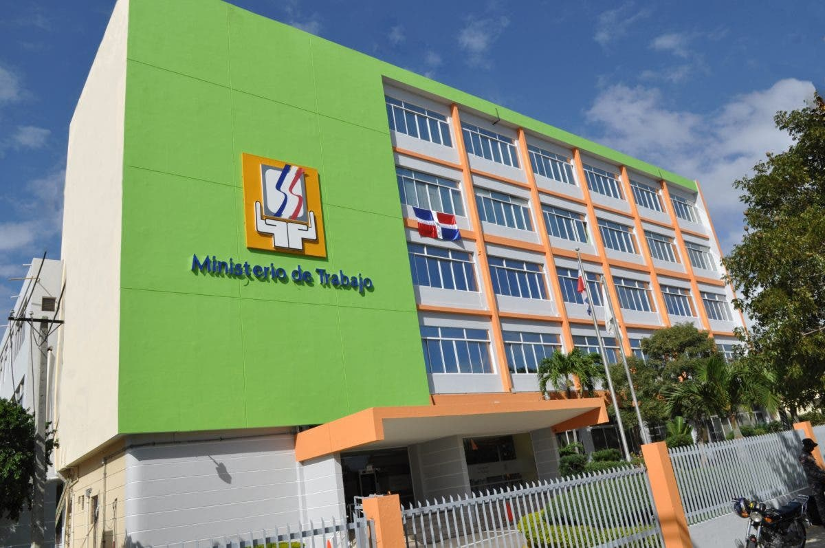 Ministerio de Trabajo asegura más de 1 millón 400 mil trabajadores recibirán aumento salarial