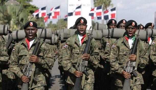 Abinader asciende a 16 militares; pone 6 de ellos en retiro
