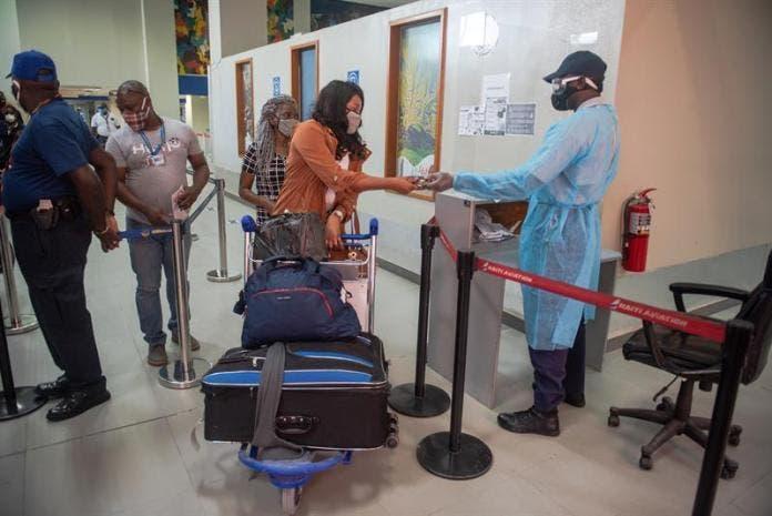 """Bahamas amplía la prohibición a entrada de haitianos por """"miedo al contagio»"""