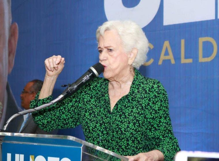 Milagros Ortiz Bosch expone en la PUCMM con «Mujer y liderazgo: Mi experiencia»