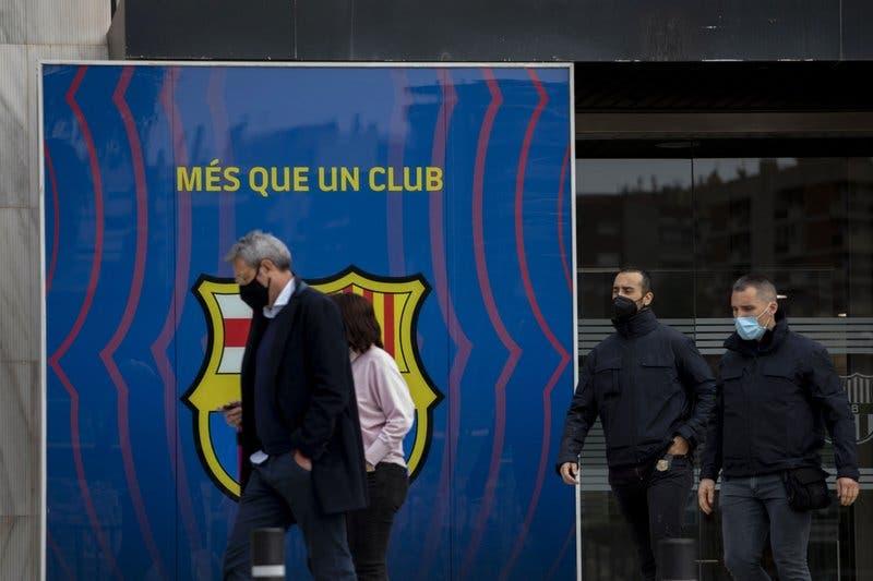Allanan las oficinas del Barcelona por escándalo de trolls pagados