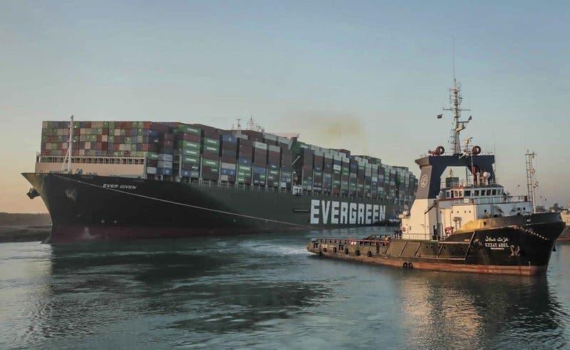 Liberan el colosal buque Ever Given en el Canal de Suez