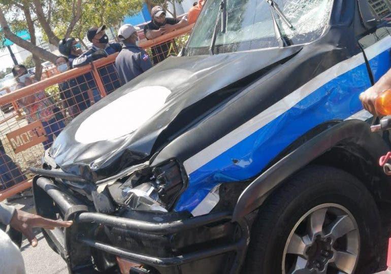 Un muerto y un herido en choque entre motocicletas y vehículo de la escolta de vicepresidenta