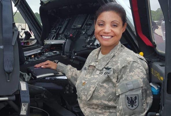 Diputados reconocen dominicana que se convirtió en primera latina en pilotar helicópteros de Black Hawk