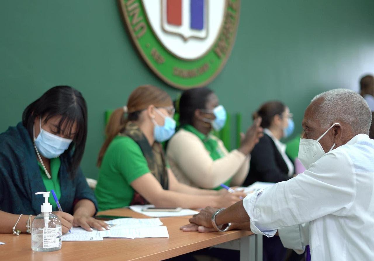 En la UNPHU se han aplicado 4,239 vacunas a docentes del MINERD y personas mayores de 70 años