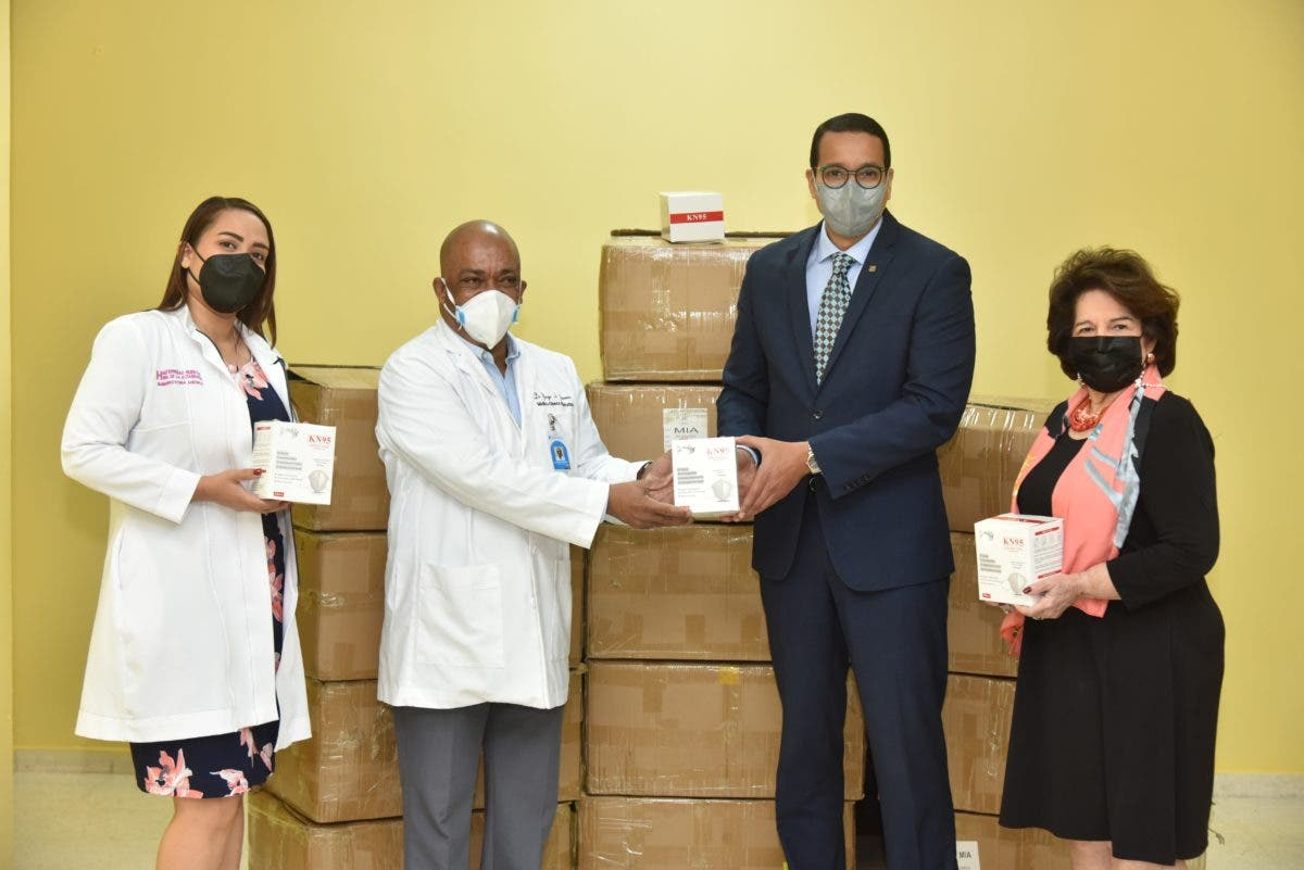 Donan mascarillas y medicamentos a la Maternidad La Altagracia