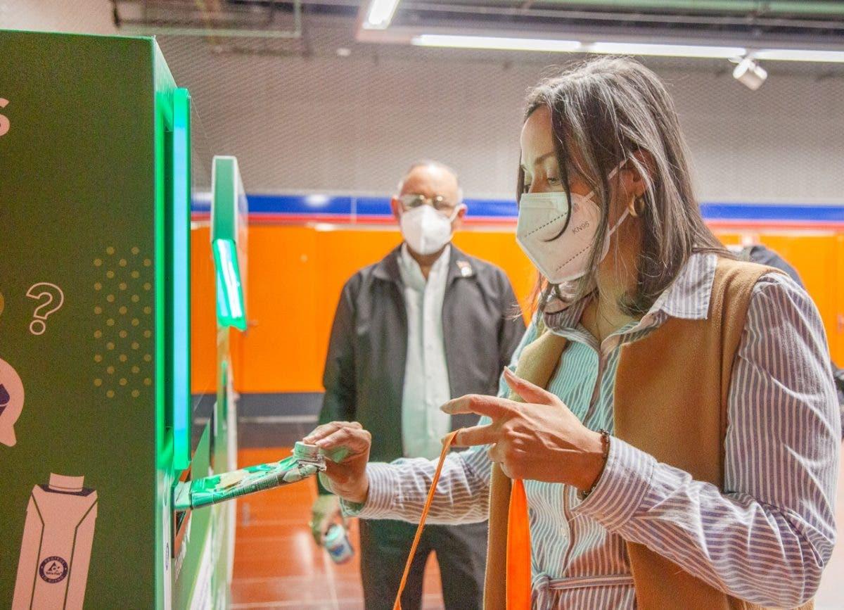 Máquinas de recolección de envases para el reciclaje ya están en cinco estaciones del Metro
