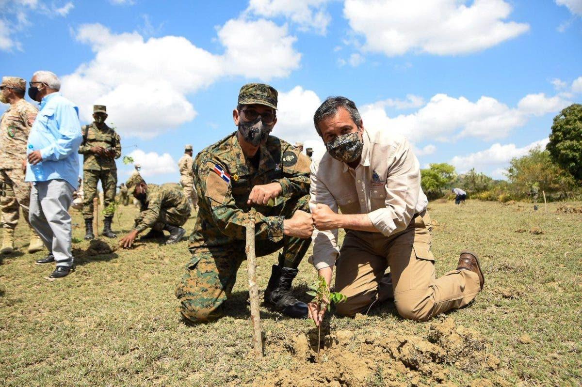 Medio Ambiente inicia plantación de 35,500 árboles en zona fronteriza