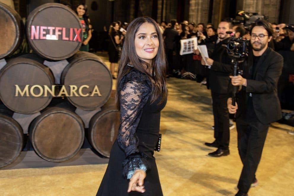 Qué pasará con la serie 'Monarca' producida por Salma Hayek