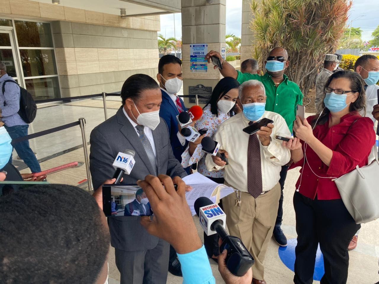 Piden a la Procuraduría investigar a Gonzalo Castillo por presuntas irregularidades en Obras Públicas