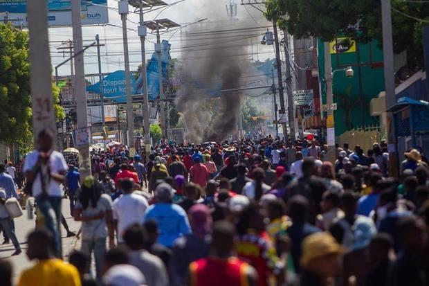 Miles de haitianos vuelven a protestar por reforma constitucional