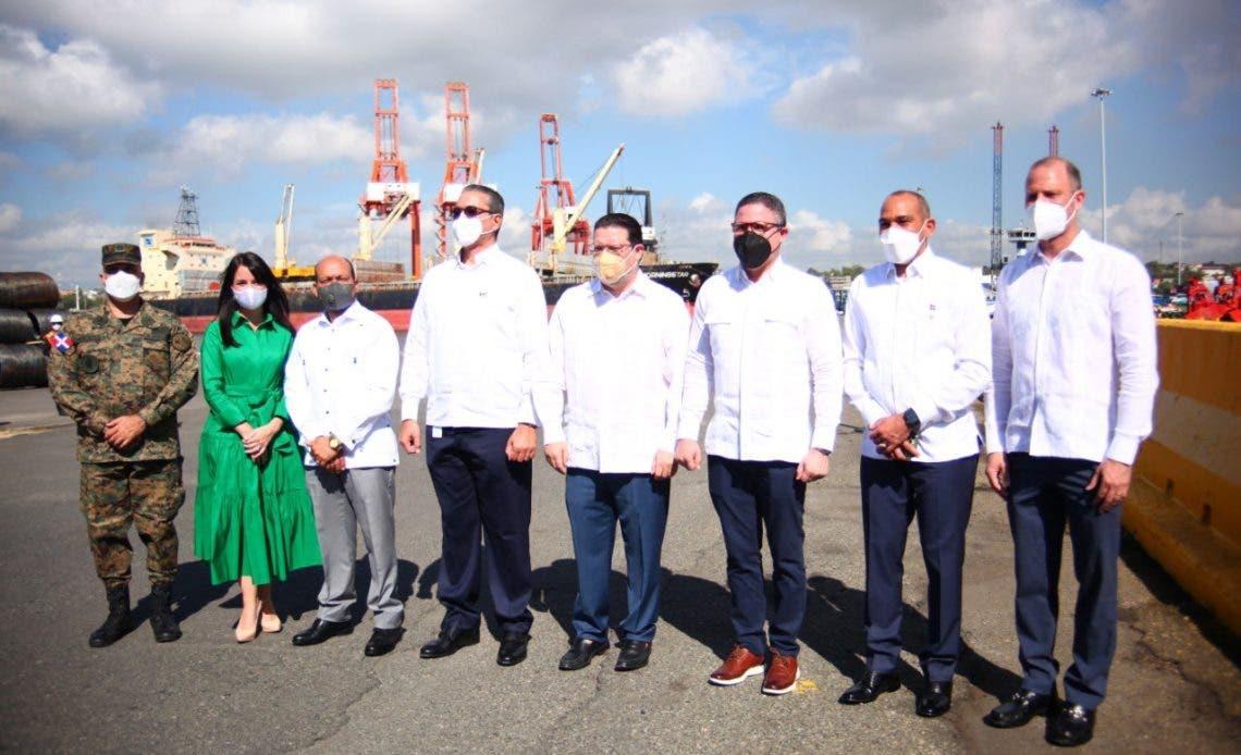 HIT Puerto Río Haina dona rayos X a la DGA para verificar mercancías