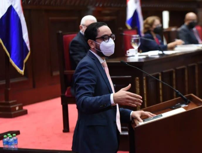 Diputado José Horacio desmiente haya votado contra proyecto prohíbe cobro reinscripción en colegios