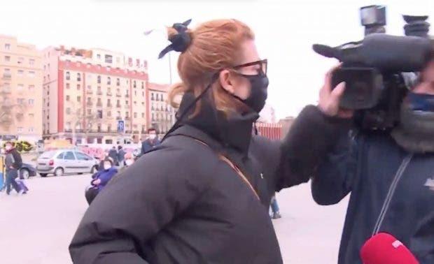 Video: Actriz de «La casa de papel» agrede a periodistas