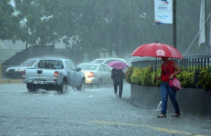 COE mantiene niveles de alerta para trece provincias por lluvias