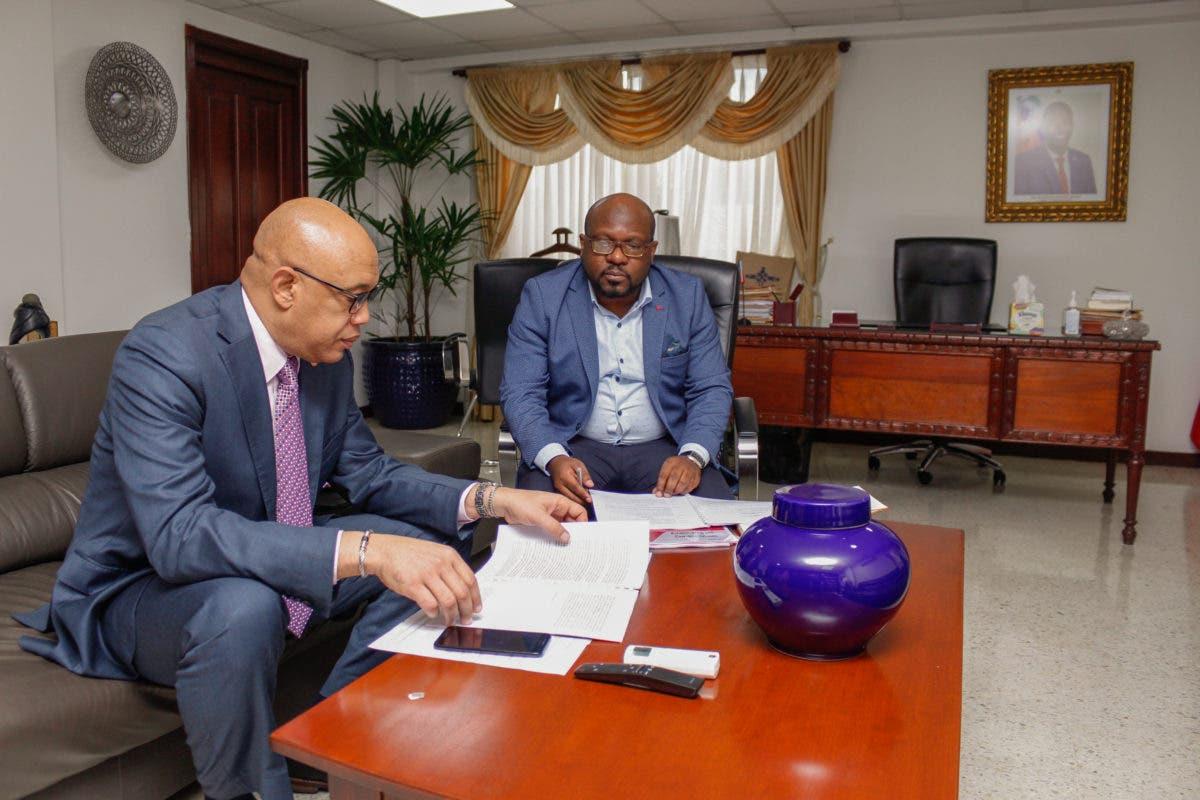 Ministro de haitianos visita RD para promover documentación de la diáspora