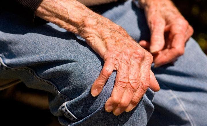 El riesgo de Parkinson y demencia puede ser detectado con una punción lumbar