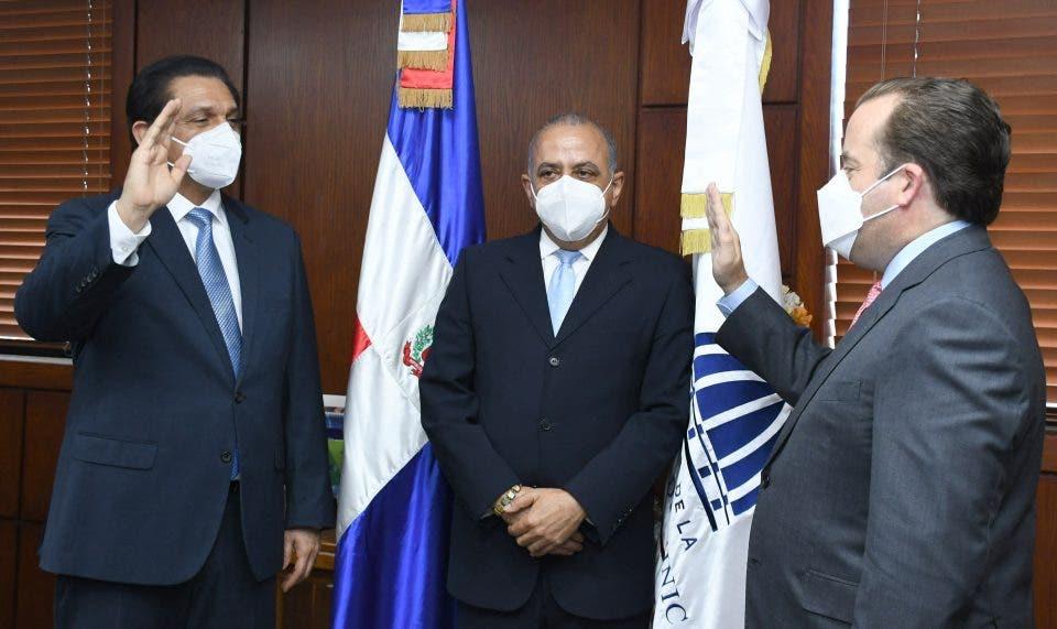 Juramentan a Daniel Rivera como nuevo ministro de Salud Pública