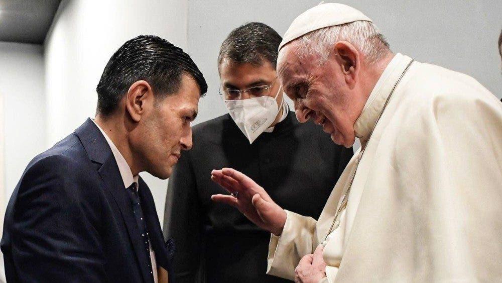 El papa Francisco encuentra al padre de Alan, el niño sirio que murió en un naufragio