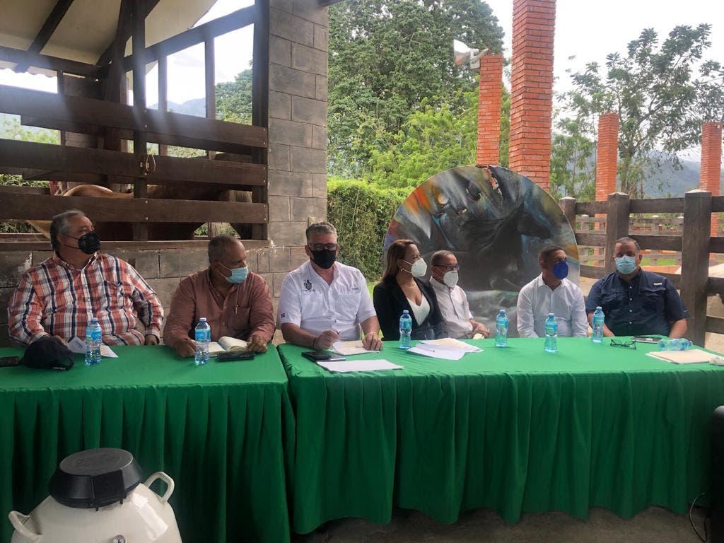 Ganaderos introducen programa de inseminación artificial en Bonao