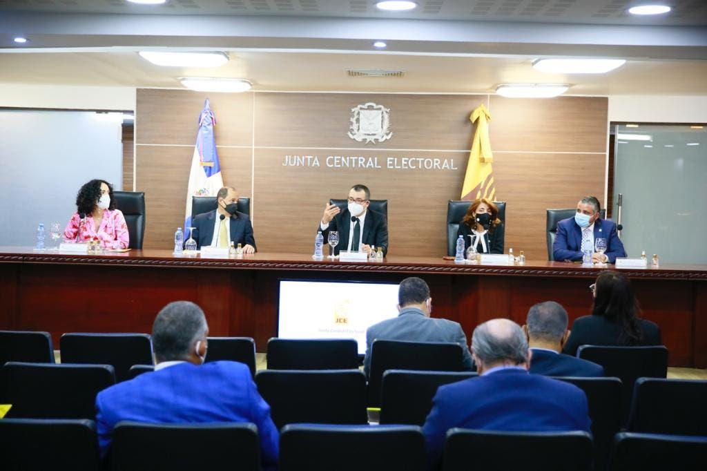 JCE presenta a partidos políticos y  sociedad civil el plan piloto de ETLA