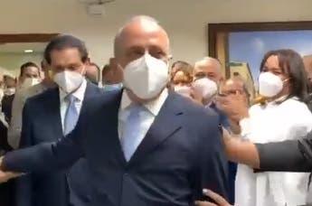 Entre aplausos despiden a exministro Plutarco Arias en Salud Pública