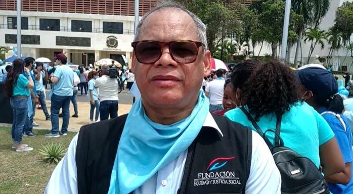 Reverendo Fidel Lorenzo acusa a funcionarios de censurar empleados no apoyan causales