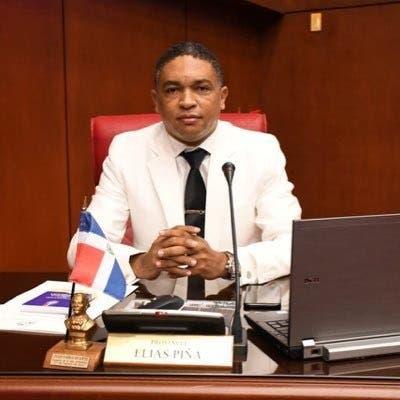 «Será necesario un desnudo colectivo para que se cumpla con la ley», dice senador ante caso de Wendy