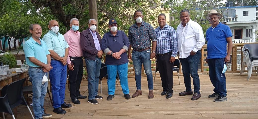Charlie Mariotti  recibe apoyo en La Vega, Salcedo y SFM