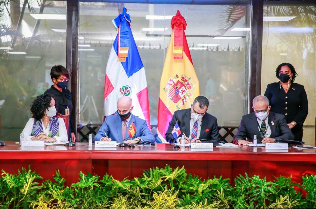 JCE y Gobierno de España firman convenio