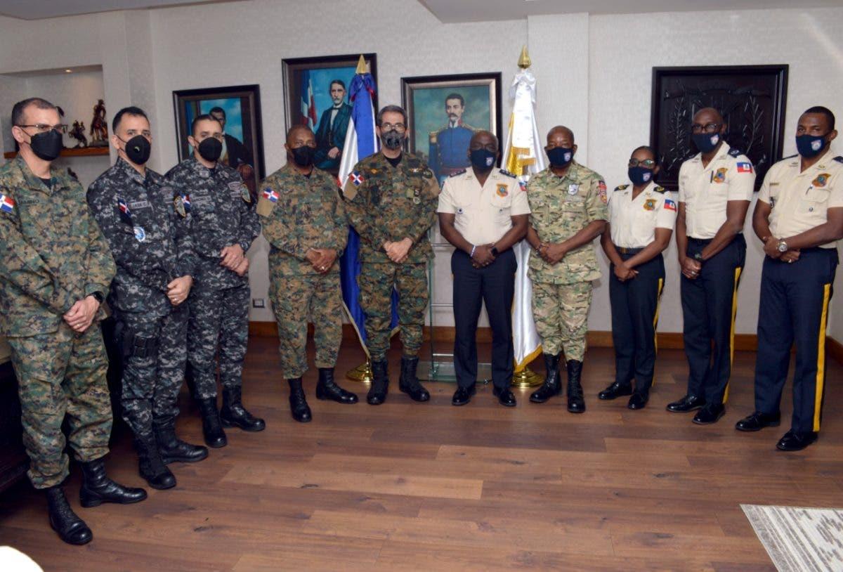 Ministro de Defensa y director PN se reúnen con altos mandos de la policía haitiana