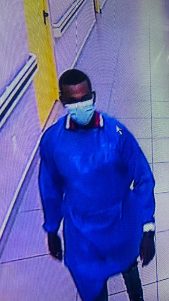 Así fue cómo hombre robó pertenencias de doctora en hospital