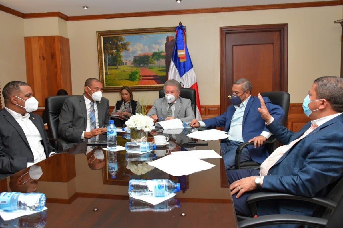 Comisión de Interior y Policía del  Senado analiza proyecto de ley sobre control expendio de bebidas alcohólicas
