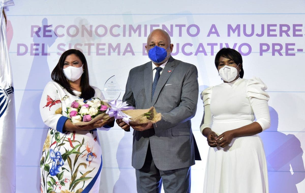 Minerd reconoce a 25 mujeres meritorias en el sector educativo