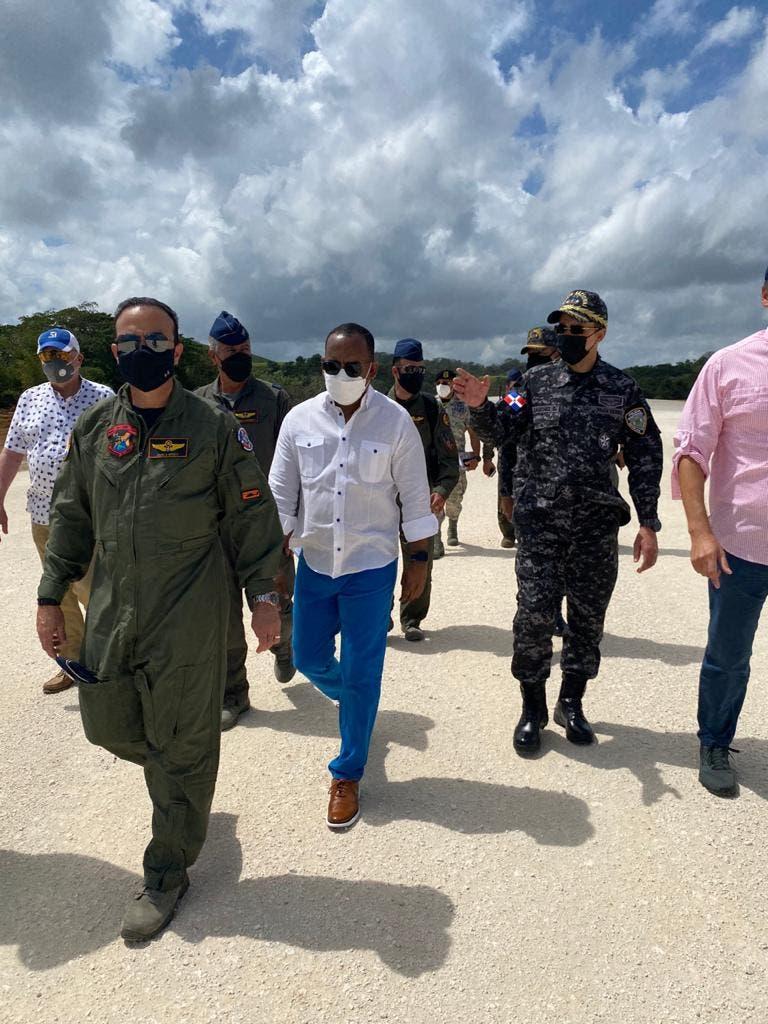 """Departamento Aeroportuario,  FARD, IDAC y PN inspeccionan construcción primer """"Air Park"""" del Caribe"""