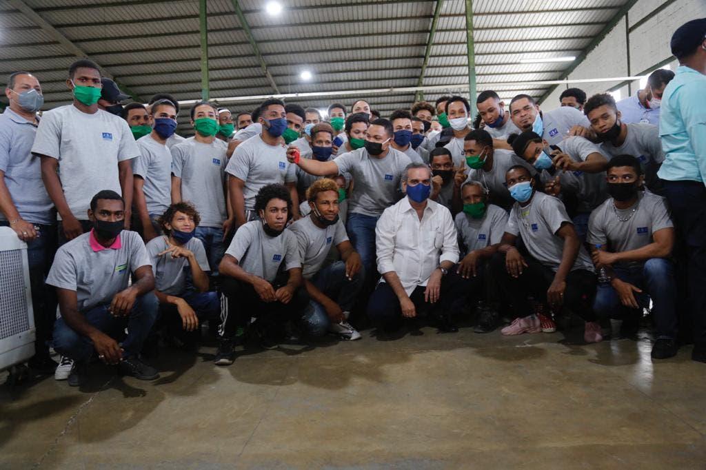 Presidente Abinader inaugura empresas en Zona Franca de Navarrete
