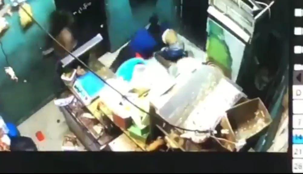 Video: Matan joven en asalto a colmado en Mendoza