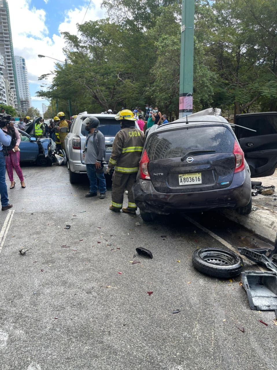 Accidente en la Anacaona: Cuatro muertos y tres heridos