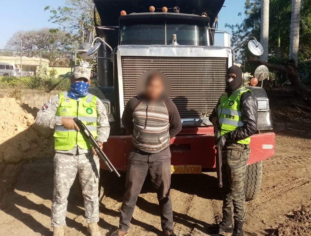 Ministerios incautan camiones y equipos de extracción de material en los ríos Nizao, Nigua, Yuna y Camú