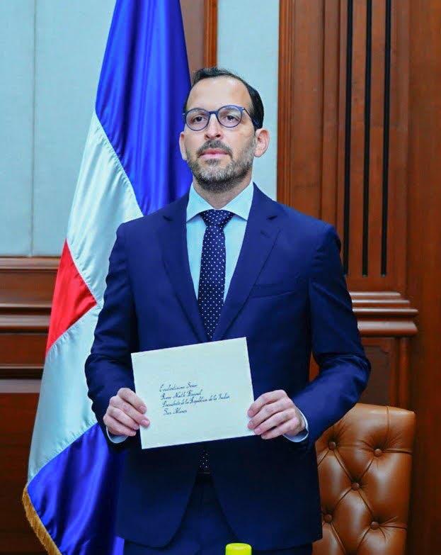 Embajador dominicano presenta sus cartas credenciales en India