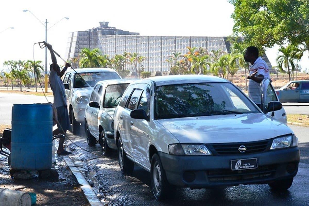 Ayuntamiento desmonta car wash que operaban en Parque del Este