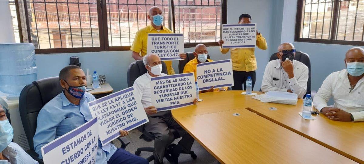Taxistas turísticos rechazan «acciones violentas» en zonas de trabajo