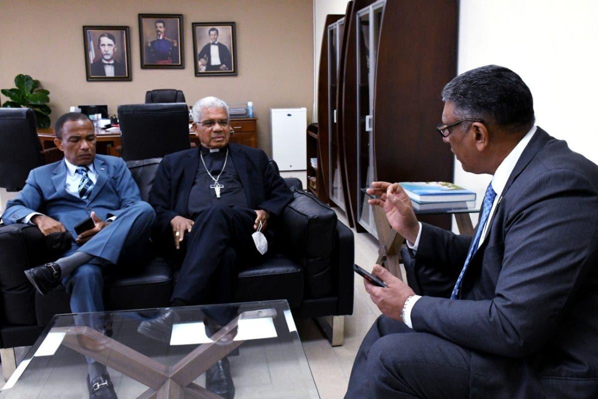 Arzobispo favorece incautación de armas ilegales