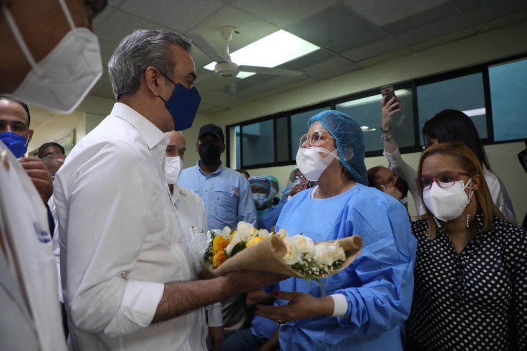 Abinader llama a la población a continuar con vacunación durante Semana Santa