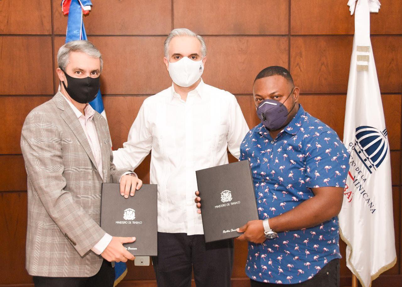 Ministerio de Trabajo firma pacto colectivo entre Falcondo y sindicato de trabajadores
