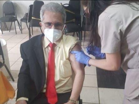 Waldo Ariel Suero recibe vacuna contra COVID-19