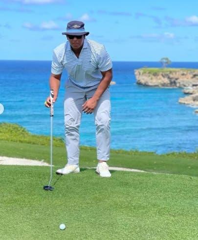 Videos: Alex Rodríguez disfruta de música de Jennifer López mientras juega golf en RD