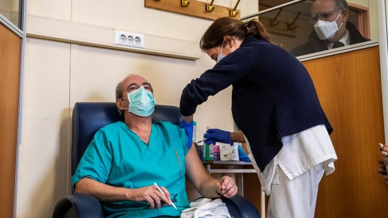 EMA no ve vínculo entre vacuna de AstraZeneca y trastornos sanguíneos