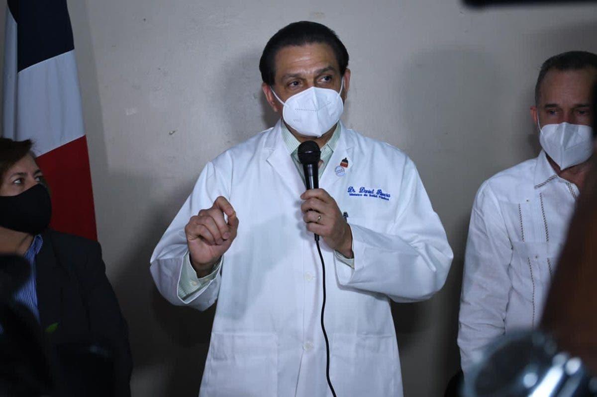 Personal que ha vacunado ciudadanos fuera de fase ha sido amonestado, según ministro de Salud
